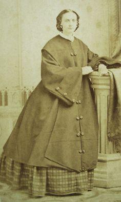 New York - coat civil war era Victorian Women, Victorian Fashion, Victorian Dresses, Victorian Gothic, Gothic Lolita, Gothic Fashion, Vintage Fashion, Antique Clothing, Historical Clothing