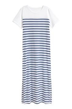 Long nightdress: Long nightdress in soft, patterned jersey with short sleeves and high slits in the sides.