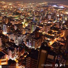 Un me gusta, para los que estén de acuerdo con nosotros en que las noches de Bucaramanga son espectaculares !!! Gracias @carlosegs por la foto #nochesBUC