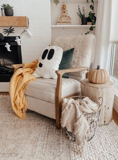 Ghost Decoration, Diy Halloween Decorations, Halloween Room Decor, Fall Home Decor, Autumn Home, Seasonal Decor, Holiday Decor, Halloween Pillows, Fall Halloween