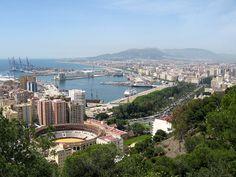 Malaga, España.  Plaza de toros y el puerto.