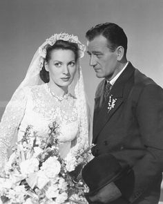 August 1920 - Happy Birthday Maureen O'Hara turns 91 today. Maureen O'Hara and John Wayne starred in five movies together: Rio Grande The Quiet Man The Wings of Eagles McLintock! and Big Jake Which is your favorite Maureen O'Hara / John Wayne film? Golden Age Of Hollywood, Vintage Hollywood, Hollywood Stars, Classic Hollywood, Hollywood Couples, Hollywood Glamour, Movie Wedding Dresses, Wedding Movies, Wedding Attire