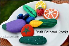 Frutas de piedras pintadas
