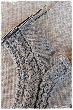 Lupasin laittaa pitsisukkien ohjeen tänne blogiin. Ohjeen saaminen kirjalliseen muotoon on jokseenkin haastavaa, sukkien mallit syntyvä... Diy Crochet And Knitting, Knitting Socks, Knitting Patterns Free, Knitted Hats, Yarn Crafts, Knitting Projects, Diy Clothes, Mittens, Lana