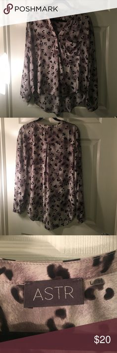 ASTR Leopard Blouse Size Large, so cute and can be tucked in for a trendy work look! Nordstrom Tops