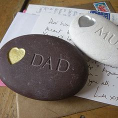 Personalised 'I love You' Pebble. A natural pebble engraved with a love heart and the words Mum or Dad. A great Mother's Day or Father's Day gift. Pebble Stone, Pebble Art, Stone Art, Personalised Gifts Handmade, Personalized Fathers Day Gifts, Presents For Mum, Christmas Presents, Christmas Ideas, Christmas Crafts