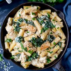 One Pot Rigatoni Alfredo Chicken. This One Pot Rigatoni Alfredo with Chicken and Kale in a creamy rich garlic and parmesan sauce is serious comfort food! Pasta Dishes, Food Dishes, Pasta Meals, Main Dishes, Savoury Dishes, Chicken And Kale Recipes, Pasta With Kale And Chicken, Turkey Recipes, Vegetable Recipes