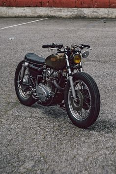 Yamaha Xs 650. Low, firestone-clad brat bike, with a glossy brass patina tank
