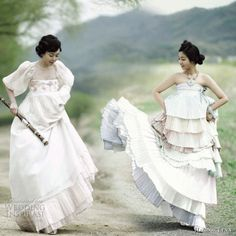 I would have never worn a Hanbok given that I never saw this photo. Such a charming, old-world display.
