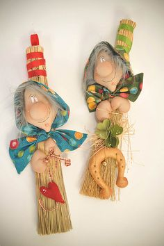 "Country folk decor made out of small sweeper. Last pinner's comments, ""Heksen op bezem - Ivana Lanciotti"" Halloween Doll, Halloween Ornaments, Fall Halloween, Halloween Crafts, Halloween Decorations, Christmas Ornaments, Fall Crafts, Diy And Crafts, Christmas Crafts"