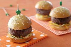 Minis burgers    Résultats Google Recherche d'images correspondant à http://1.media.atelierdeschefs.com/recette-e22527-mini-burger-mayonaise-au-citron-et-legumes-croquants.jpg