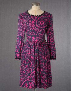 Ich habe das auf @BodenDirect entdeckt. Annalise Kleid Rot/Violett
