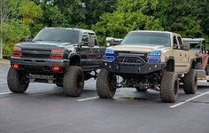 jacked up chevy trucks pictures Lifted Chevy Trucks, Gm Trucks, Chevrolet Trucks, Diesel Trucks, Cool Trucks, Pickup Trucks, Truck Memes, Lifted Dodge, Chevy Duramax