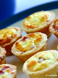 Ideas christmas brunch buffet mini quiches for 2019 Tea Snacks, Snacks Für Party, Tapas, I Love Food, Good Food, Yummy Food, Brunch Appetizers, Snack Recipes, Cooking Recipes