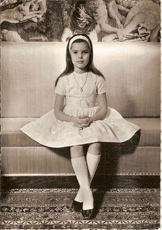 prin-ses-ka-ro-leen:  Caroline of Monaco, age 9