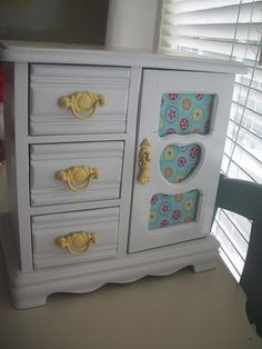 Jewelry box revamp- just adorable!