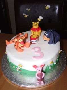 Great Icing work by Tracey Burgess for this Winnie the Pooh cake.