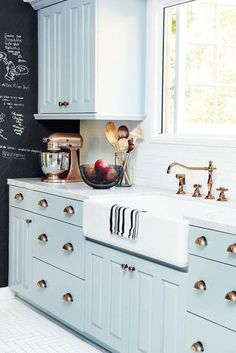 Best Farmhouse Kitchen Makeover Ideas You Will Love 05