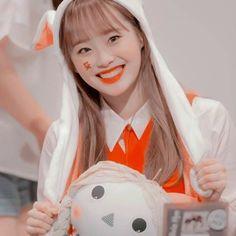Animal: Penguin Color: Peach Fruit: Strawberry Sub-Unit: LOOΠΔ yyxy Kpop Girl Groups, Korean Girl Groups, Kpop Girls, Chuu Loona, Best Kpop, Kim Jung, Lil Pump, Olivia Hye, Girl Bands