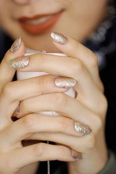 Gold Nägel bei Kenzo SS16 I © James Cochrane