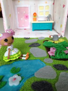 Inside the Lalaloopsy house-purse I made for my daughter.