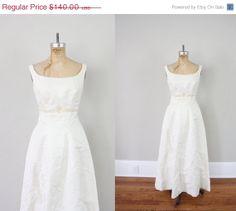 Sale . Vintage Wedding Dress // Vintage Wedding Gown // Mid Century Sleeveless Wedding Dress // 1960s White Chic Gown
