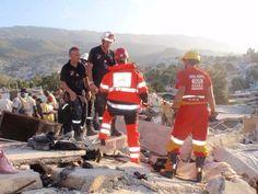 """FOTOGRAFÍA CON TU #UNIDAD O #EQUIPO DESDE ECUADOR  Hoy, nuestro compañero @Roberto Rubio, que trabaja en el #SAMUR de #Madrid, y que además pertenece a la #ONG """"SAR"""".........ñ  http://www.ambulanciasyemergencias.co.vu/2015/04/EQUIPO20.html"""