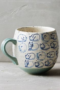 Coyote Atelier illustration and ceramics inspiration: Leah Goren's cat study mug.