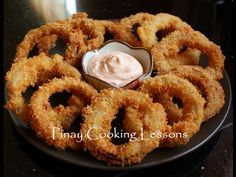 A quick and easy crispy onion rings recipe Onion Recipes, Cream Recipes, Appetizer Dips, Yummy Appetizers, Cooking Red Potatoes, Tempura Recipe, Onion Rings Recipe, Crispy Onions, Dinner Side Dishes
