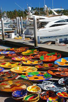 #Artesanias a la venta en la marina de #CaboSanLucas. El arte disponible para los turistas amantes del buen gusto. http://www.bestday.com.mx/Los_Cabos/ReservaHoteles/