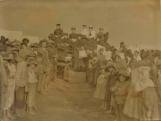 handing out clothing at Krugersdorp concentration camp The Settlers, Strange History, Folk Music, My Heritage, My Land, African History, British Army, Special Forces, Family History