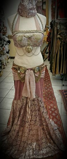 ShaliSari Antique pink and gold boho gypsy bellydance outfit Belly Dance Outfit, Belly Dance Costumes, Tribal Fusion, African Fashion, Ankara Fashion, African Style, African Women, Tribal Costume, Tribal Belly Dance