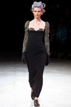 See all the Collection photos from Yohji Yamamoto Spring/Summer 2014 Ready-To-Wear now on British Vogue Fashion Show, Fashion Design, Paris Fashion, Fashion 2014, Fashion Brands, Event Dresses, Yohji Yamamoto, Designing Women, Everyday Fashion