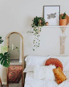 Love white decor with pops of orange. Love white decor with pops of orange. My New Room, My Room, Bedroom Orange, Orange Room Decor, Appartement Design, Boho Room, Home Bedroom, Bedroom Ideas, Bedrooms