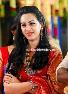 Tejaswini in a Diamond Pendant Set photo Indian Jewellery Design, Indian Jewelry, Jewellery Designs, Beautiful Girl Indian, Beautiful Indian Actress, Pendant Set, Diamond Pendant, Function Dresses, Blue Silk Saree