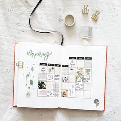 » l o u i s e « sur Instagram: ☀️ Here's my monthly visual for May~ as you can see it's basically all food and zoom calls hahah. I'll be posting my June theme next which…