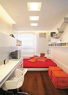Eine Art Podest mit Matraze... den Rest ähnlich wie hier, da das Zimmer ebenfalls sehr schmal ist... Wäre eine gute Lösung...  teenageglam.com/teen-girl-room-designs/     Easy For Your Home Decoration Check it Out!