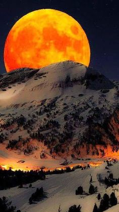 Best collection of most beautiful Moon pictures amazing photographs. These stunning moon photos are best to use as wallpapers or your cover photos. Beautiful Moon, Beautiful World, Beautiful Places, Beautiful Pictures, Amazing Places, Peaceful Places, Hello Beautiful, Landscape Photography, Nature Photography