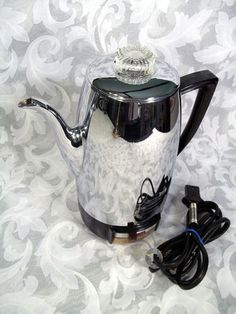 Sold VINTAGE UNIVERSAL COFFEEMATIC 10 CUP AUTOMATIC ELECTRIC PERCOLATOR MODEL #4410