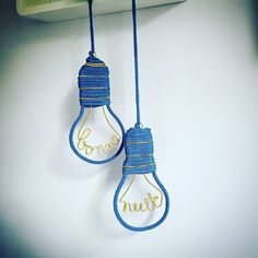 { Goodnight Lightzzz } [Coloris: bleu glacier pailleté] Essai d'une nouvelle… Wire Crafts, Diy And Crafts, Diy Cadeau Noel, Spool Knitting, I Cord, Wire Crochet, Craft Room Storage, Yarn Bombing, Crochet Patterns For Beginners
