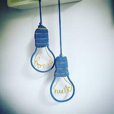 { Goodnight Lightzzz } [Coloris: bleu glacier pailleté] Essai d'une nouvelle création pour la chambre de mon ptit bonhomme... >>>besoin de votre avis pour cette nouvelle création?!^^ [Photo 2/2] #manitricotine#tricotin#nouvellecrea#goodnightlightzzz##knitforkids#kidslovedesign#knit#knitting#knittersofinstagram#instaknitters#handmandwithlove#madeinlyon#madeinfrance#lesptitsbonheursdemani#lyon