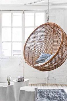fauteuil-suspendu-deco-design-bois-osier