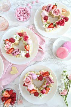 12 Trendy Cream Tart Cakes that Dreams Are Made Of - XO, Katie Rosario Easy Sugar Cookies, Sugar Cookies Recipe, Cake Cookies, Cupcakes, Cupcake Cakes, Pastry Recipes, Dessert Recipes, Menu Saint Valentin, Baked Meringue