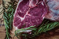 A great steak is one of life's simple pleasures. This recipe is a template for cooking a simple, delicious, perfectly paleo steak dinner. Steak Recipes, Dog Food Recipes, Paleo Recipes, Fast Recipes, Carne Maturada, Slimming World Free Foods, Dieta Paleo, Best Steak, Healthy Recipes