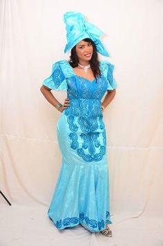 Vêtements pour femmes africaines Bazin par NewAfricanDesigns sur Etsy https://www.etsy.com/fr/listing/209678603/vetements-pour-femmes-africaines-bazin