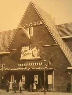 1950's. Cinema Astoria at the corner of the Kamperfolieweg and Mosplein in Amsterdam-Noord, next the soccer field of De Volewijckers. #amsterdam #1940 #Astoria