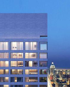 """Em abril no ano passado soube-se que o conceituado arquiteto português Álvaro Siza Vieira iria projetar uma torre residencial em Manhattan, Nova Iorque (EUA) – a sua primeira obra nos EUA. Mas até à data eram desconhecidas imagens do edifício """"611 West 56th Street"""", que estará localizado na esquina da West 56th Street com a Eleventh Avenue, no bairro de Hell's Kitchen."""