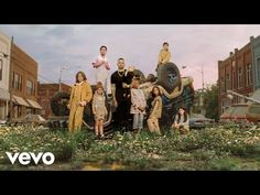 Top New Country Songs, Country Hits, Country Singers, Country Living, Kane Brown, Beautiful Lyrics, Country Music Playlist, Song Lyrics Art, World Wide News