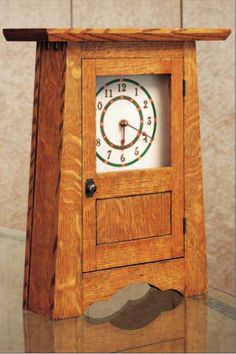 VERY CLEAN QUARTER SAWN OAK CLOCK Woodworking Furniture Plans, Rockler Woodworking, Woodworking Projects That Sell, Woodworking Crafts, Woodworking Equipment, Youtube Woodworking, Woodworking Workshop, Woodworking Square, Mesas