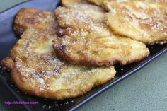 Maruya (Banana Fritters) Maruya has many names such as kumbo, pinaypay, sinapot etc. But only one thing is for sure, it's one delicious and healthy snack you. Filipino Dishes, Filipino Desserts, Filipino Recipes, Snack Recipes, Cooking Recipes, Easy Recipes, Pinoy Dessert, Banana Fritters, Fast Easy Meals